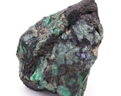 Great raw emerald stone of 2.5 kilograms with matrix of black mica and quartz.
