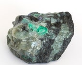 Raw emerald stone of 450 grams with matrix of black mica and quartz.