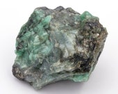 Raw emerald stone of 83 grams with matrix of quartz and black mica.