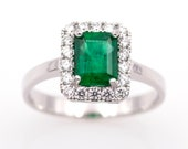 Ring - White gold 18k/750 - Green emerald of 1.35 ct. - Diamonds 0.36 ct. - Size: 17.8 mm.