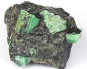Great natural emerald of 1000 grams on black mica and quartz.