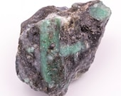 Raw emerald stone of 314 grams with matrix of black mica and quartz.