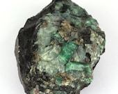 Great raw emerald stone of 2339 grams with matrix of black mica and quartz.
