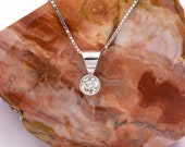 Solitaire pendant made of 18k/750 white gold with 0.55 ct. natural brilliant diamond, chain of 40 cm.