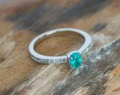 Ring -  White gold 18k/750 - Bluish green paraiba of 0.45 ct. - Diamonds 0.18 ct. - Size 15 (ES)