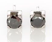 Solitaire earrings in 18k/750 white gold with 1 ct. of black diamonds.