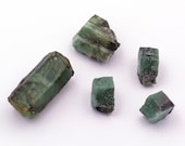 Lot of raw emerald stones of 28.66 grams.