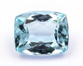 Light blue natural aquamarine of 3.25 ct. - Measurements: 10.4 x 8.6 x 5.2 mm. - Rectangular cushion cut. - Origin Brazil.