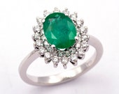 Ring -  White gold 18k/750 - Natural oval emerald of 1.85 ct. - White diamonds of 0.54 ct. - Size 7 1/2 (US)