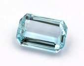 Light blue to blue natural aquamarine of 6.71 ct. - Measurements: 14.79 x 10.12 x 5.63 mm. - Rectangular emerald cut. - Origin Brazil.