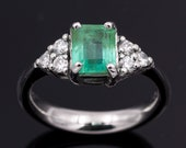 Ring -  White gold 18k/750 - Natural rectangular emerald of 1.2 ct. - Natural white diamonds of 0.36 ct. - Size 17 mm.