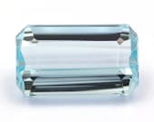Light blue natural aquamarine of 4.89 ct. - Measurements: 13.15 x 7.85 x 5.7 mm. - Rectangular emerald cut. - Origin Brazil.