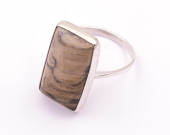 925 silver ring with fossilized wood - Measurements gem 22.7 x 13.6 mm. - Weight: 4.83 grams.