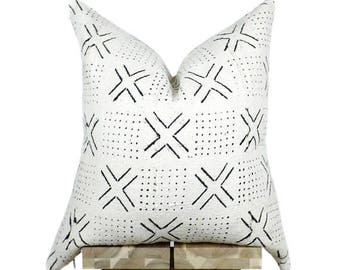 Mudcloth Pillow Cover, African Mud Cloth, African Pillow, Cream and Black | 'Lulu'