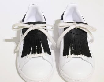 Fringed black leather shoe laces