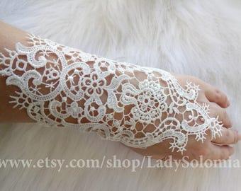 Lace Wedding gloves, Ivory Bridal gloves, ivory lace gloves, Ivory gloves, Lace gloves, Lace cuff, finger loop gloves, Fingerless gloves