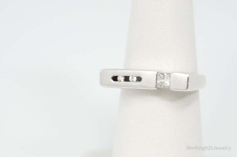 Vintage Cubic Zirconia Sterling Silver Modernist Style Ring Sz 6