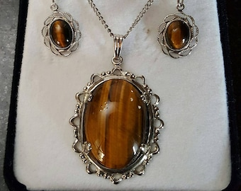 Vintage Lace Agate Stone Necklace and Earrings