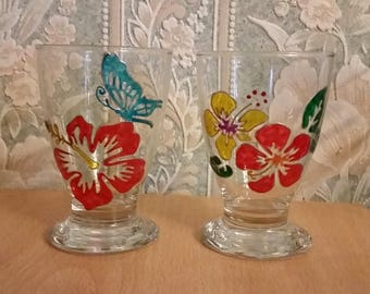 Set of two painted glass: red and yellow hibiscus