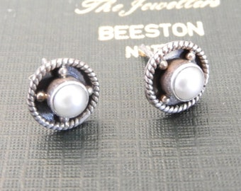 022397605 Vintage modernist pearl and sterling silver stud earrings - 925 - sterling  silver
