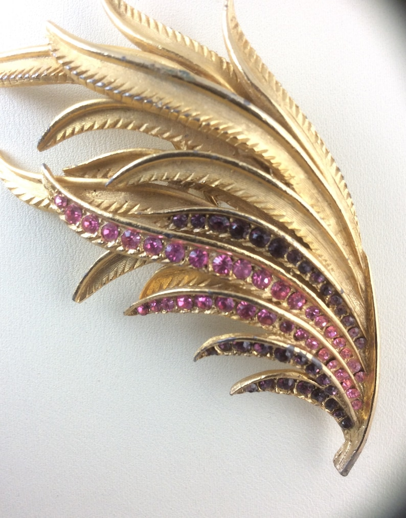 Great Vintage Sixties Brooch in Stylised Feather Design Gold tone Metal with Pink /& Amethyst colour crystals...Original Vintage 1960/'s 60/'s