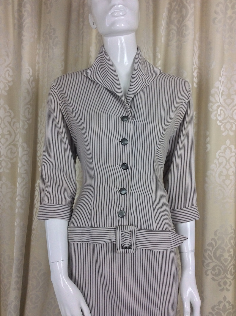 UK Size 10 Original Fifties 50/'s Smart and Classic Vintage 1950/'s Fawn /& Cream Ottoman Stripe Fitted Skirt Suit...