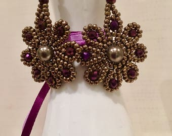 Delicate earrings with Swarovskiperle in bronze and violet glass beads, handmade