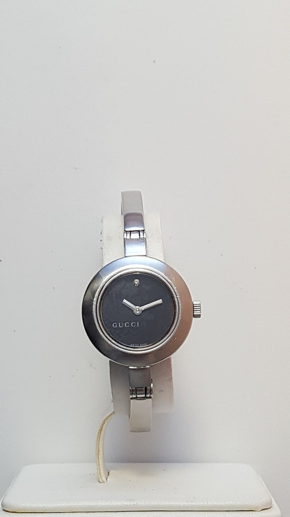7d79eb3b0d3 Ladies GUCCI Bangle style watch model 105 in solid stainless