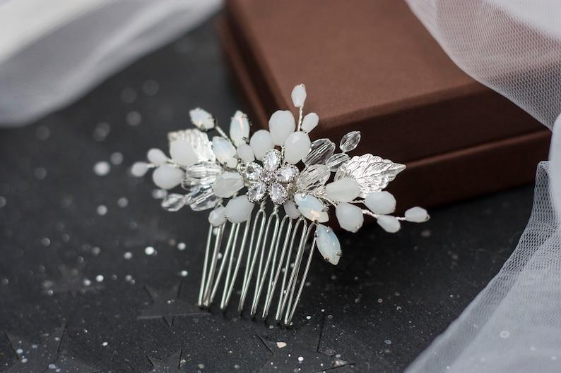 Small bridal hair comb Floral wedding haircomb Wedding white hair piece Bride pink rose gold flower headpiece Beige foliar hairclip