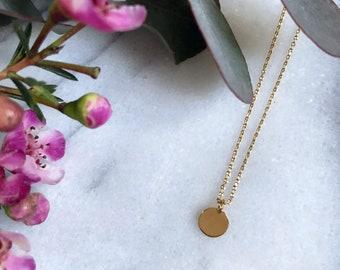 Lisa medal necklace in 24-carat gold