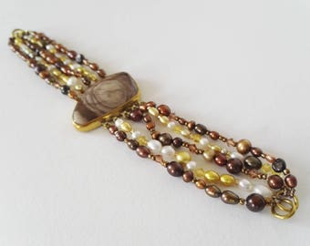 Multi strand freshwater pearl braclet with Agate