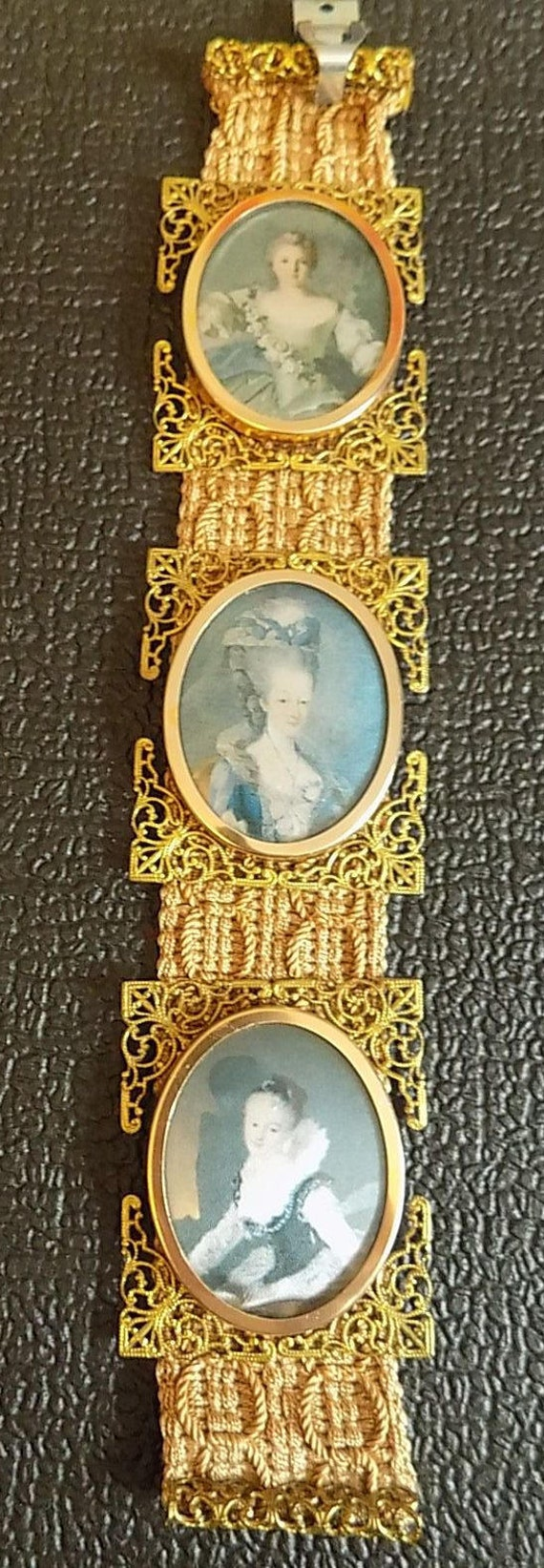 Vintage Cameo Victorian Wall Hanging Ornate Picture Frame Set