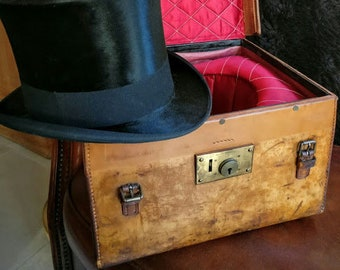 Antique English leather hatbox Box from pigskin