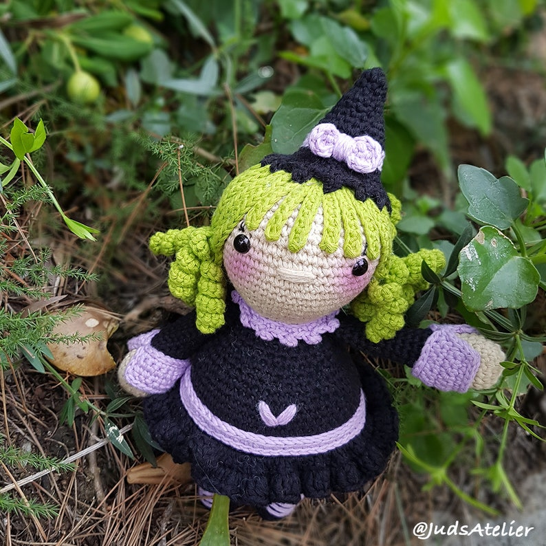 159 Crochet Pattern - Girl doll in a Halloween Skeleton outfit ... | 794x794