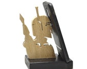 Handmade Oak 'Boba Fett - Mandalorian' Mobile Phone Stand - All Oak or Ebonized Oak - Made with care in France and Shipped to Europe and UK