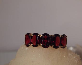 Vintage7.00 Ct. Oval Garnet Five Stone Band 10K Yellow Gold