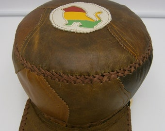 Rasta crown hat in brown leather with red, yellow and green lion