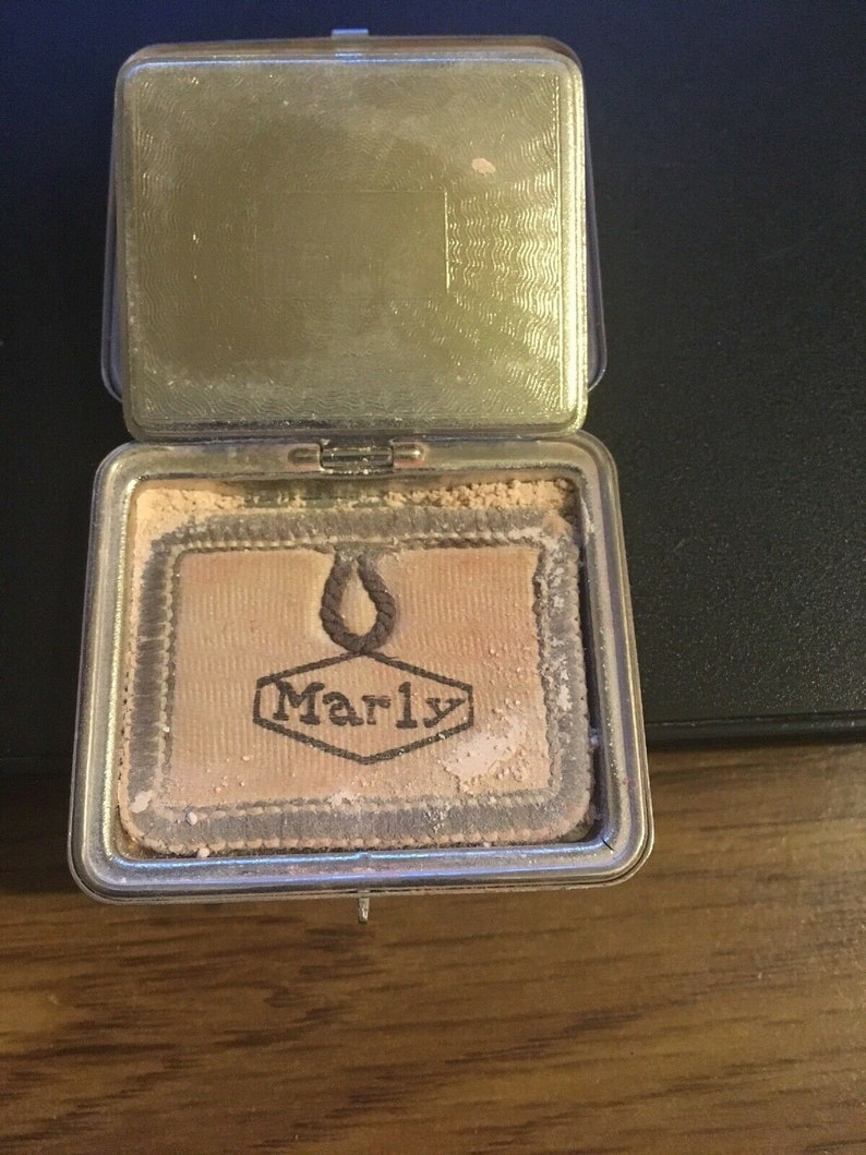 metal 1-12 x 2 Les Parfums Marly Rougepowder Mini Compact