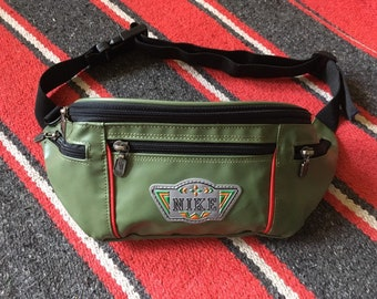 643a9804f94717 Vintage 90s NIKE Fanny Pack