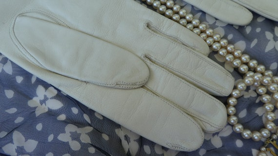 Classy Creamy White LEATHER Gloves, Size 7  1/2, F