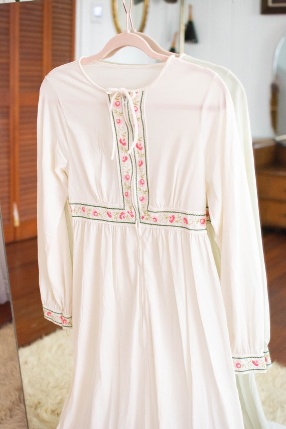 1970s white embroidered maxi night gown/ dress