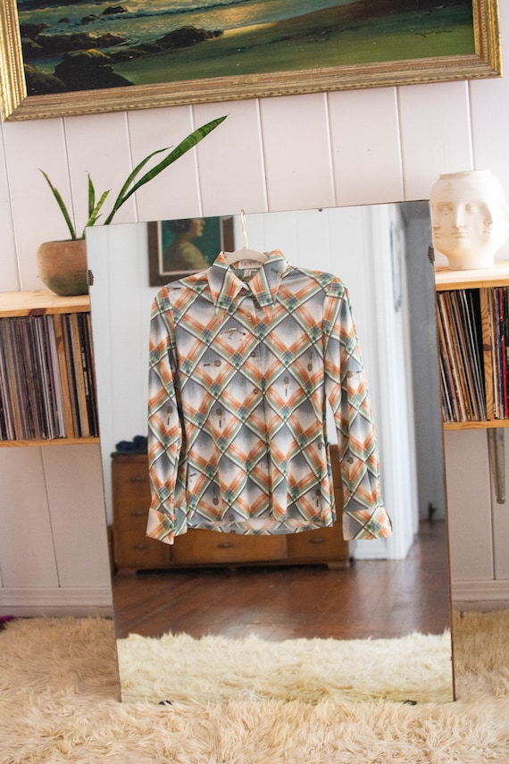 1970s dagger collar novelty print blouse