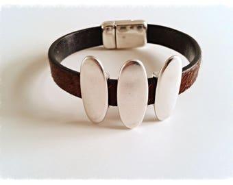 Bracelet ethnic leather fur and zamak pieces.