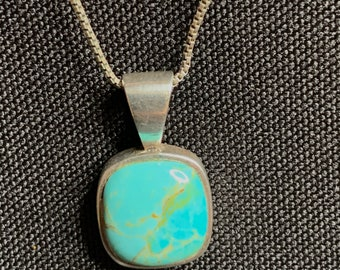 Vintage  925 Sterling Silver Turquoise Pendant Necklace (SN071)
