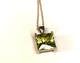 """Vintage 925 Sterling Silver Green Stone 18"""" Pendant Necklace (SN070)"""