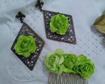 Old gold filigree earrings and peinecillo decorated with pistachio green flowers. Flemish Ensemble