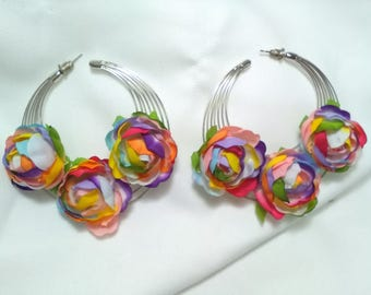 Flamenco earrings made with concentric metallic rings adorned with multicolor flowers that makes them very attractive and original