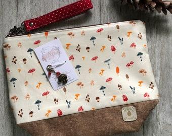 COZY WOODLAND AUTUMN Kit including medium zipper project bag, handmade progress keeper set and self care items ( tea light and bath bomb)