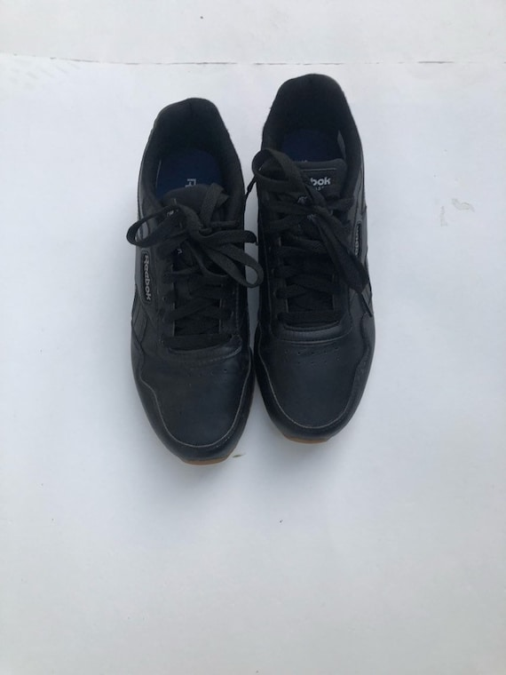 Reebok Black Leather Gum Bottom Classic Size 7.5 women tie up sneakers shoes