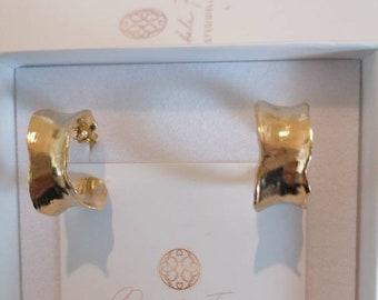 Pair of matte gold earrings on bronze irregular hoop